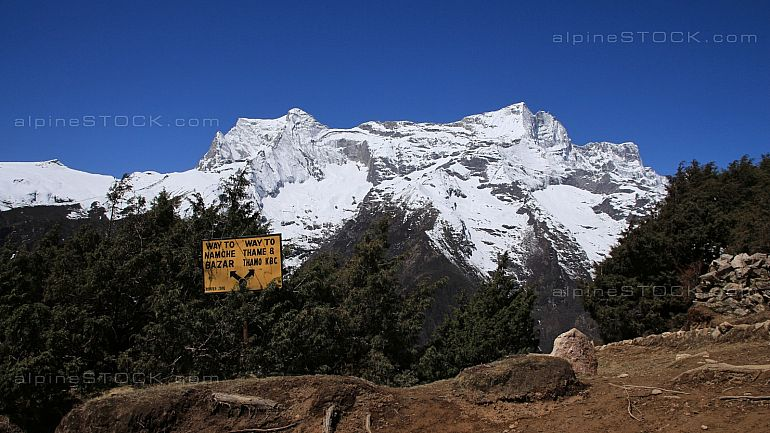Signboard and snow capped Kongde Ri, scene in the Sagarmatha Nat