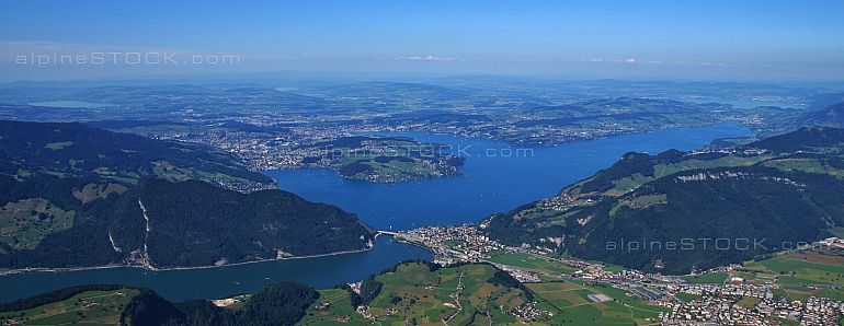 Lake Vierwaldstättersee and surrounding towns