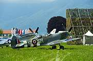 Supermarine Spitfire T9 5R-H and P-51 Lucky Lady VII