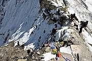 Rapelling the north side of Amphulapcha pass