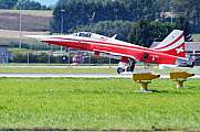 Patrouille Suisse F-5E Tiger Landing Air14 rubber smoke